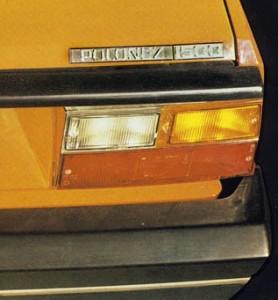 Chromowane obudowy tylnych lamp z 1978 roku